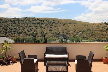 Between Alhambra and Sierra Nevada - Granada - Haus
