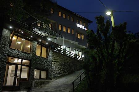Triple room in Hostel Like - Sarajevo - Bed & Breakfast