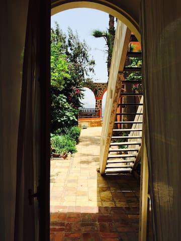 Gorée - Chambre avec vue sur la mer