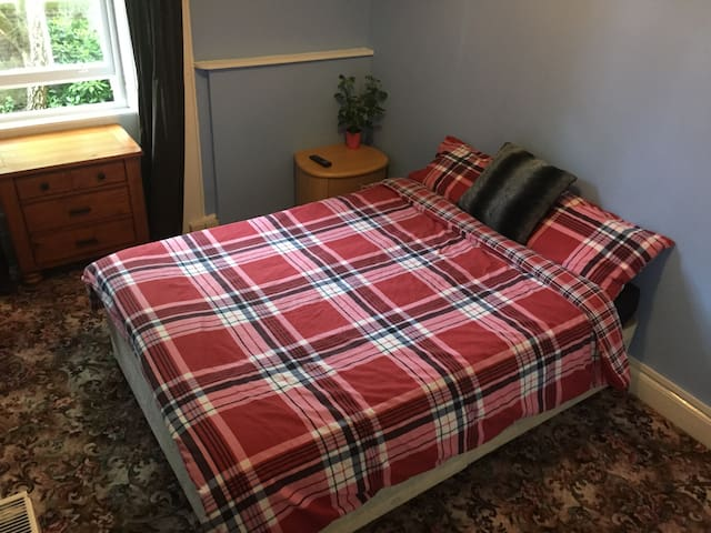 Cute Double Room in FINNIESTON