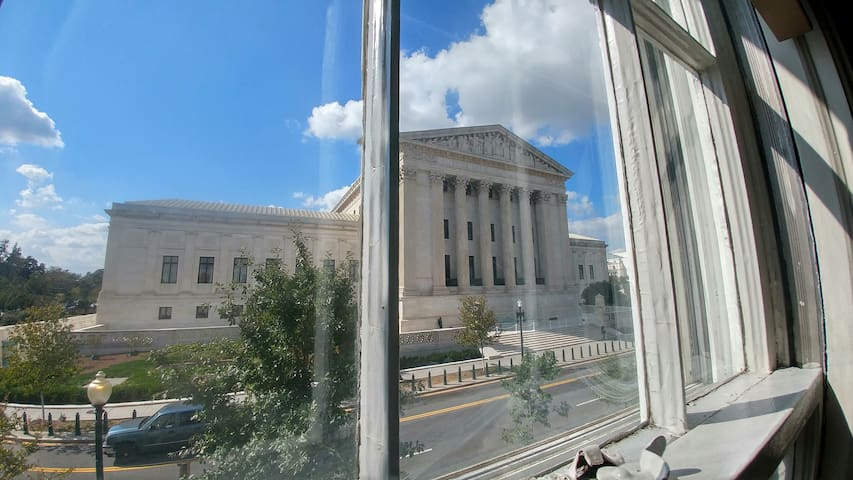 Great View of Supreme Court 1 blk to Capitol