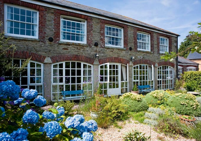The Wagon House, Heligan Manor, St Ewe, Cornwall - Pentewan - Penzion (B&B)