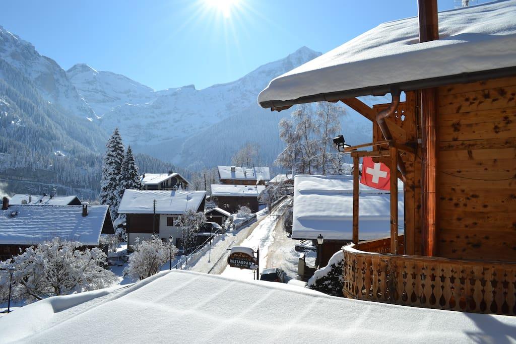 Chalet typique Suisse avec vue sur les Dents-du-Midi.