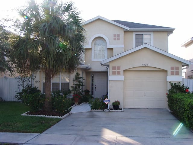 Lakeside Florida holiday home close to attractions - Kissimmee - House