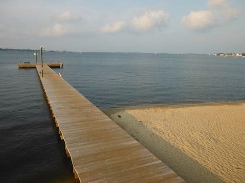 SANITIZED-WALK TO BAY BEACH QUIET STREET GSTHOUSE