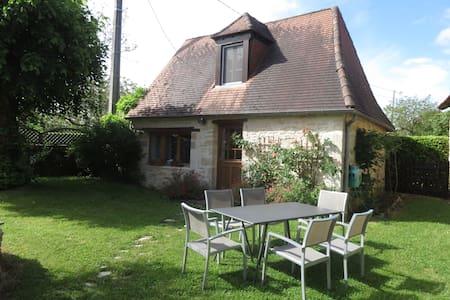 PETITE MAISON PERIGOURDINE TYPIQUE - Brouchaud - House