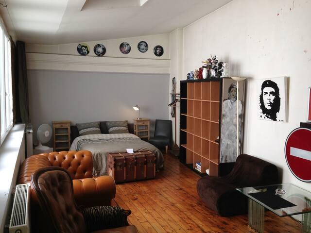 Chambre très spacieuse à République - Paris - House