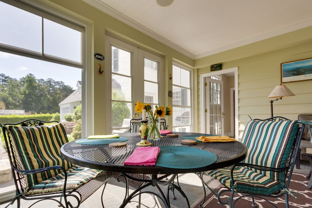 Dine al fresco or close the windows and enjoy heating or air-conditioning while you eat or relax in this 3-season living space.