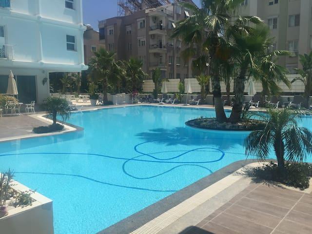 1+1 с басейном до моря 700м - Antalya - Hus