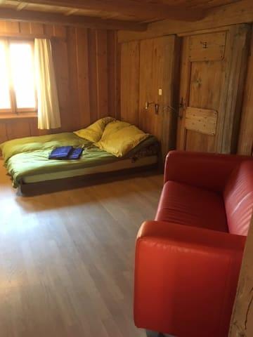 Schlafzimmer mit Doppelbett 1.40x2m