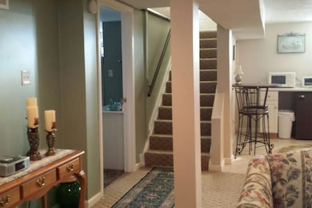 Beautiful studio basement apartment - Cuyahoga Falls - Apartmen