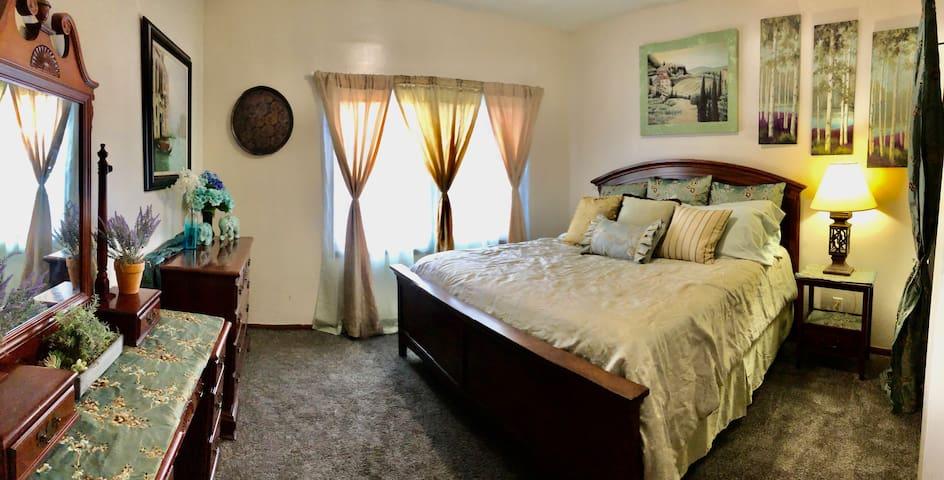 Beautiful Aurora Suites 3 Bedroom Condo, #1