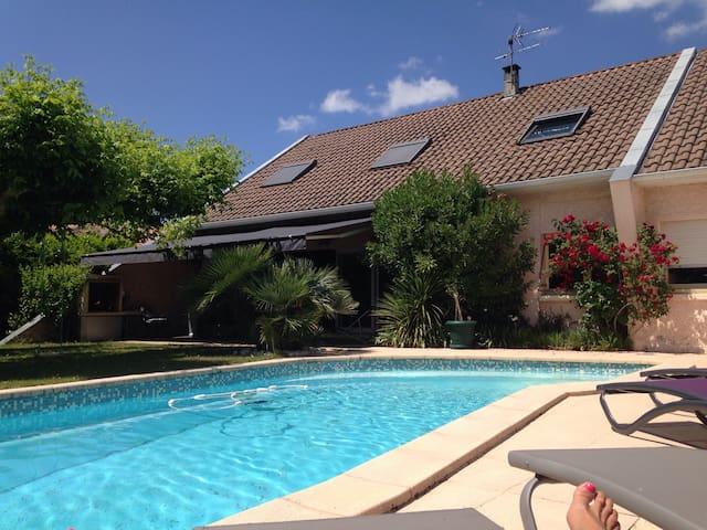 Villa de 245 mètres carrés - Martignas-sur-Jalle - วิลล่า