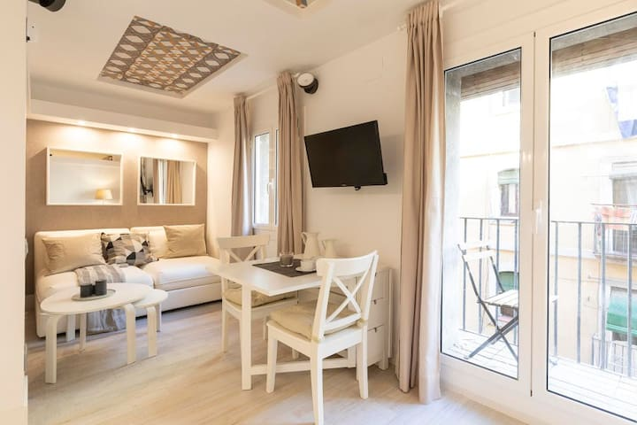 2848 - AB Barceloneta Fisherman V - Lovely One-Bedroom Apartment With Balcony Just Two Minutes from Beach