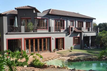 ChezKenn : Modern, Spacious and Friendly, Home :-) - Sandton - Haus