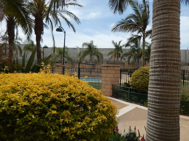 Superior 3 Bedrooms apart, private garden, swpool - Ra'anana - Byt