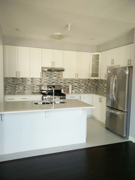 Access to gourmet kitchen