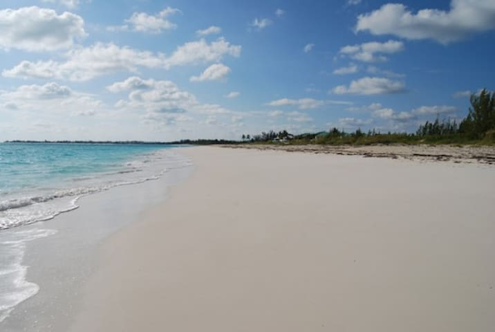Beautiful white sand beachfront - Treasure Cay - Kondominium