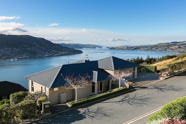 Scenic Ridge B&B Dunedin, 2 Bedrooms, with Views!