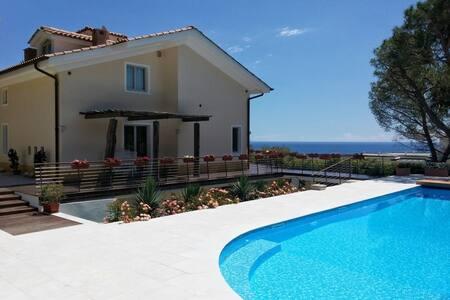 Villa con piscina a Sanremo - Sanremo