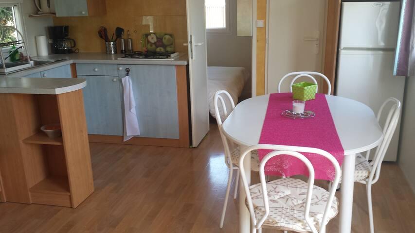 mobilhome confortable au calme - Saint-Etienne-du-Grès - บังกะโล