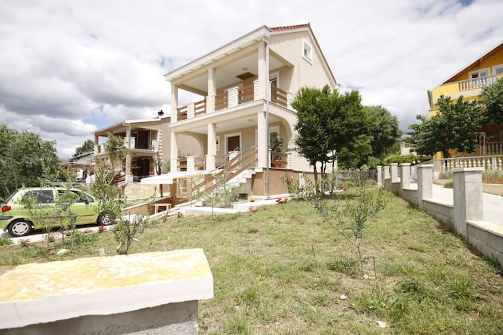 Mediterranean house for rent - Zadar