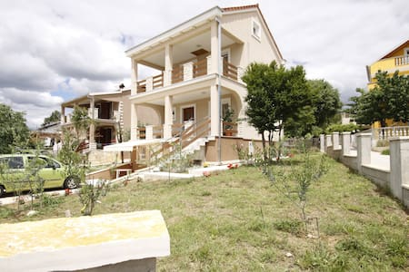 Mediterranean house for rent - Zadar - Talo