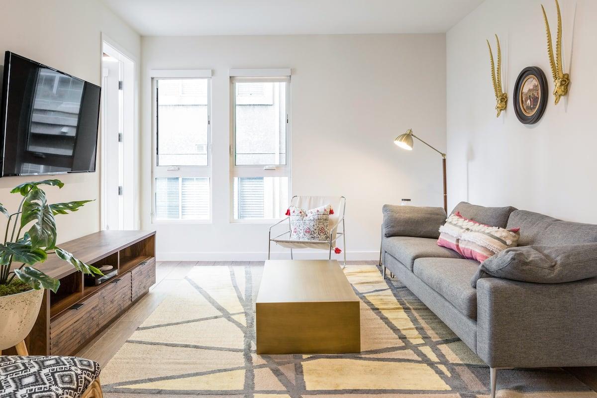 Designer Minimalist Condominium with Chic Ambiance
