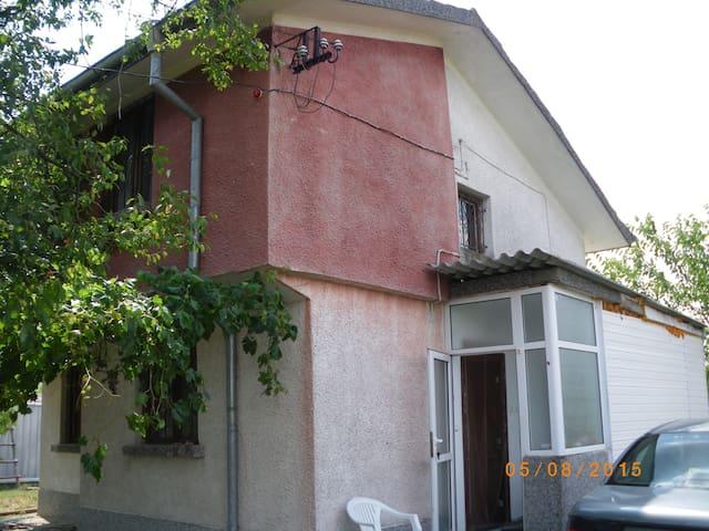 Дом с прекрасным видом в с. Detelina.