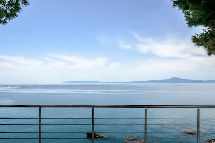 Naftilos Blue View retreat