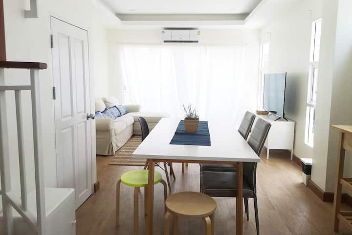 2BR in 4 stories building, near MRT Ratchada,