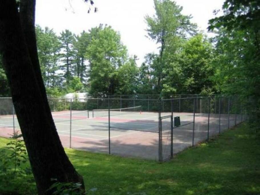 Tennis Courts- 2 minute walk