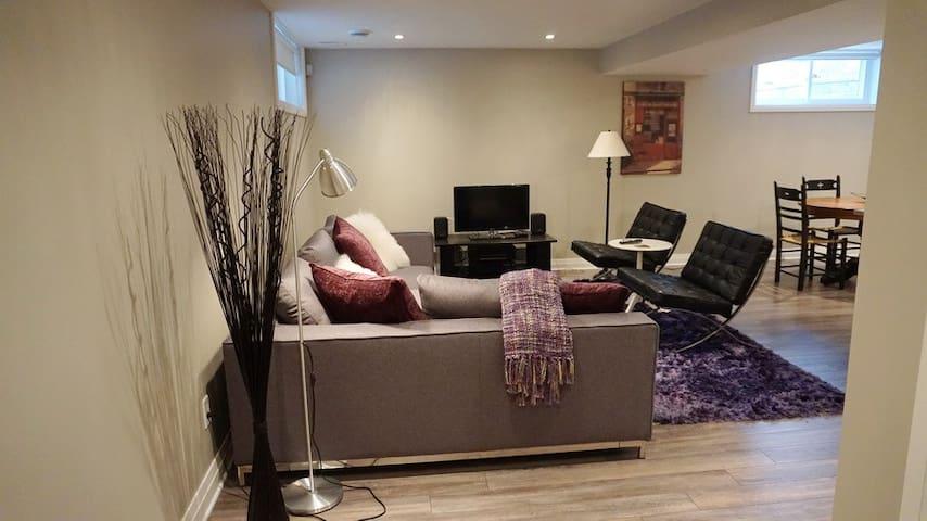 Brand New lower level Apartment in Westboro - Ottawa - Huoneisto