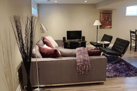 Brand New lower level Apartment in Westboro - Ottawa - Huoneisto