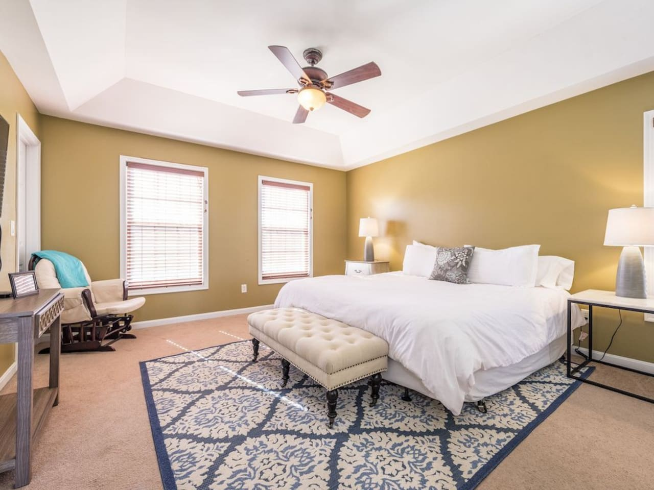 Large Cal King private bedroom w Apple TV, private bath, private / safe community on Golf course.