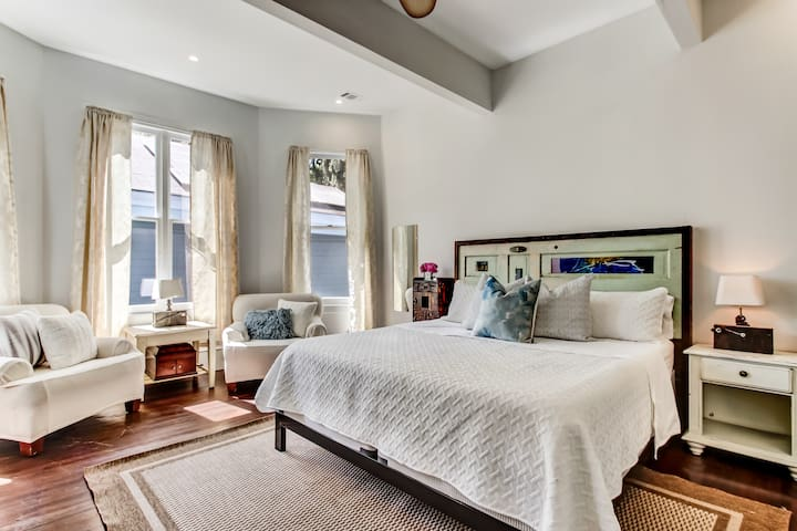 The Perfect Starland Retreat in Victorian Mansion