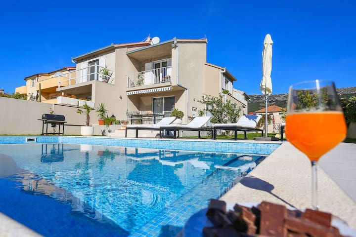 Villa moderne en Dalmatie avec jardin