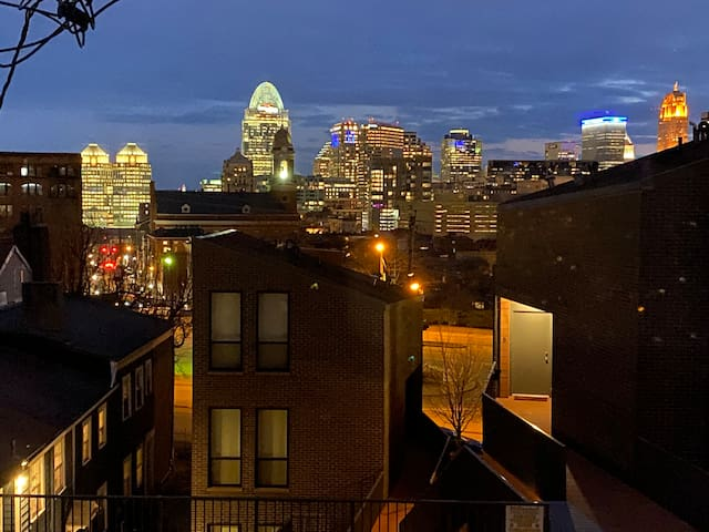Cool Studio Apartment With City Views In OTR Area!