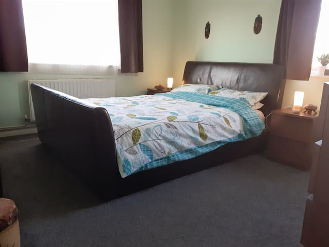 King-Size Bed - Olympic Stadium & Excel Centre