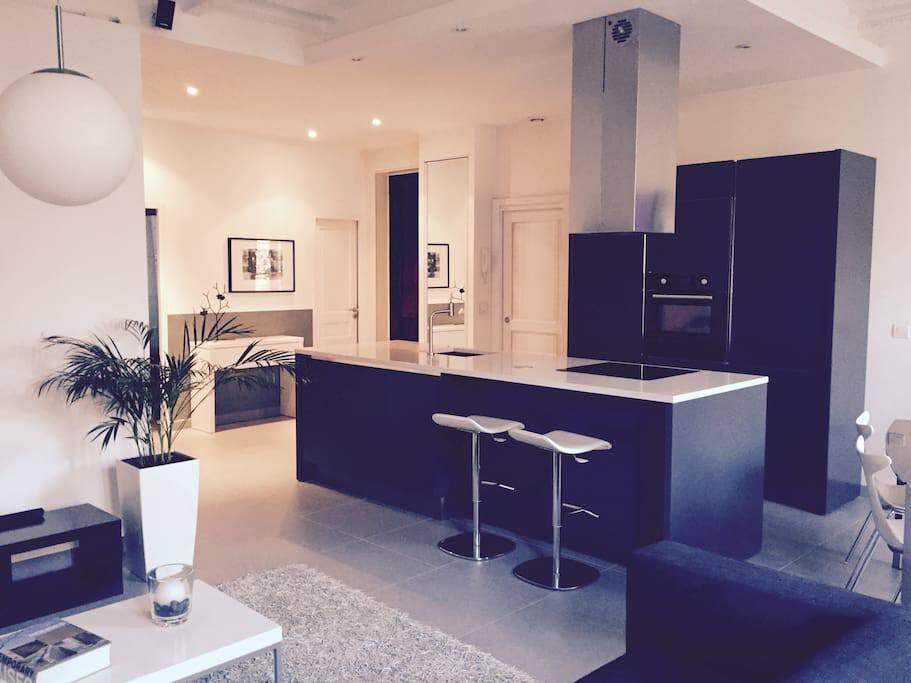 appartement moderne haut de gamme apartments for rent in. Black Bedroom Furniture Sets. Home Design Ideas