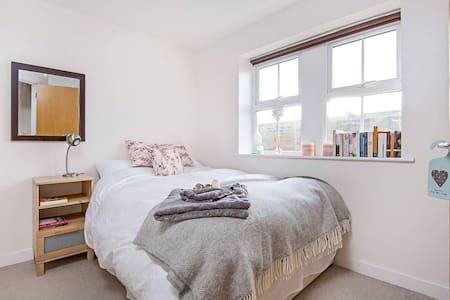 Central Flat with Private Bathroom - Harrogate