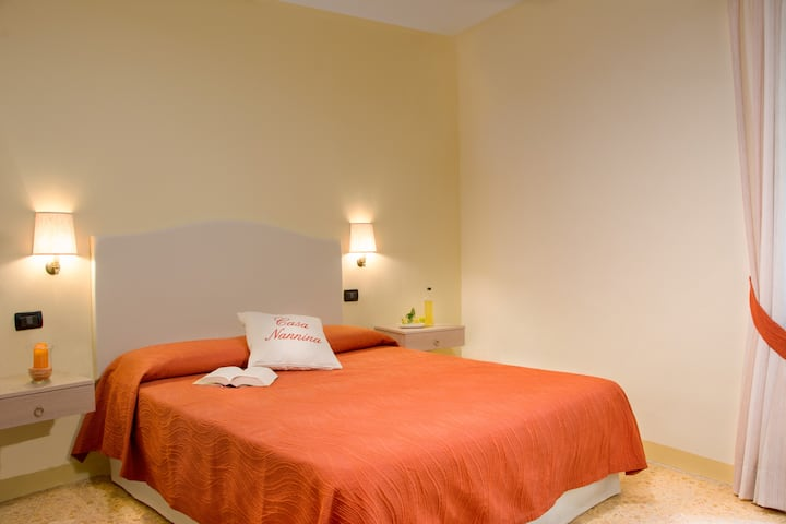 B&B Sorrento Rooms and Traditions- Room Il Ricamo