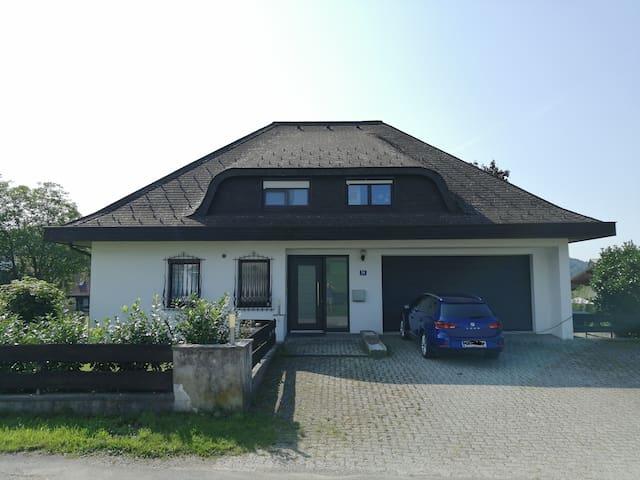 Ruhiges Zimmer am Land, 5 km von Gmunden entfernt