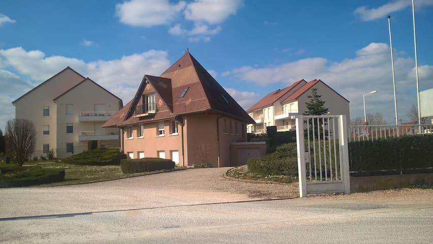 Modern Farm - Genlis - Hus