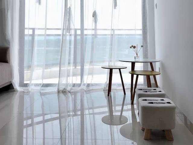 海风晚海景套房,3大阳台供您270度观海,位于东山岛金銮湾海岸,地处马銮湾和苏峰环岛路中间