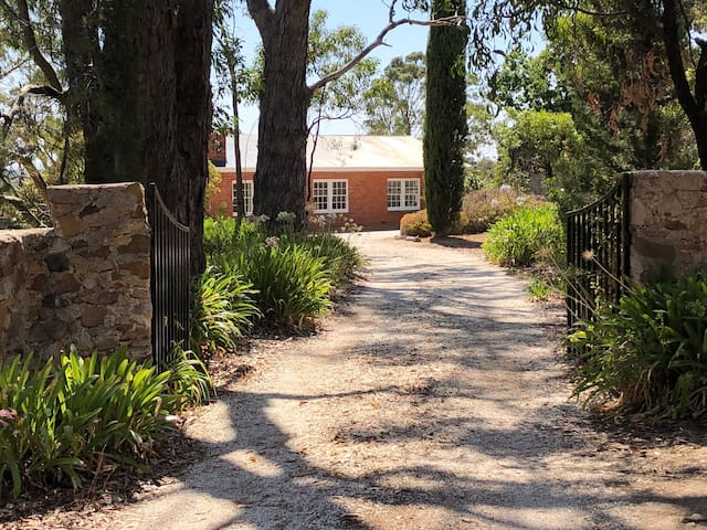 Hillyfields Farmhouse - Adelaide Hills