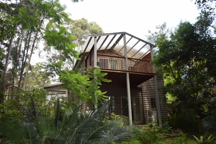 The Red Door Beach & Forest Retreat - South Durras - Dom