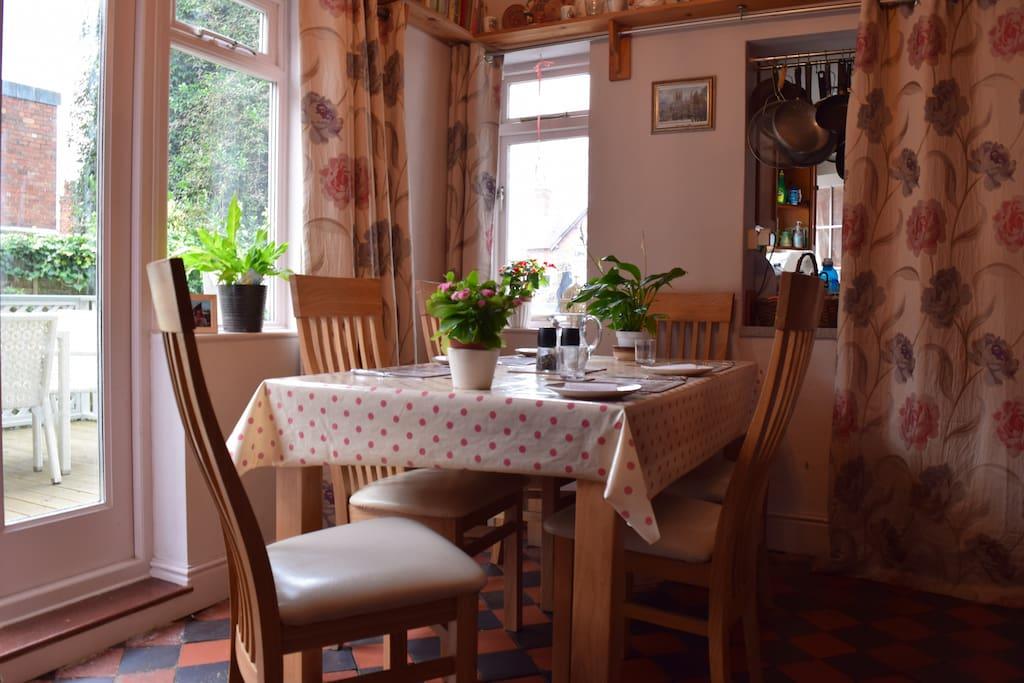 The Breakfast Room & Deck