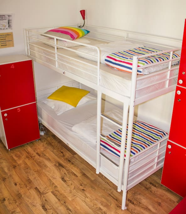 4 shared room bunk beds!