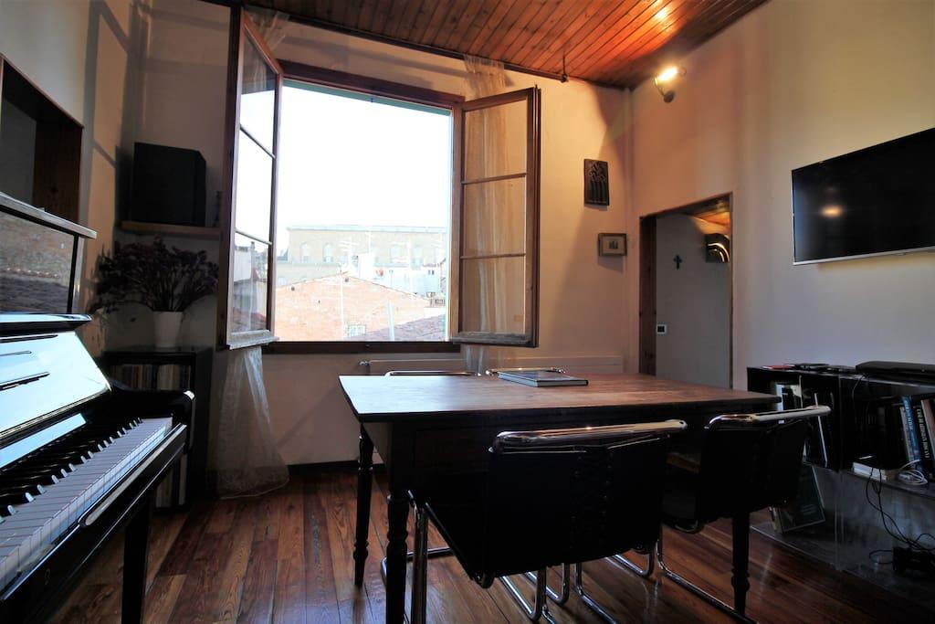 The window overPalazzo Pitti